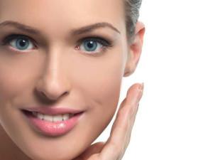 Шелушится кожа на лице: причины и лечение